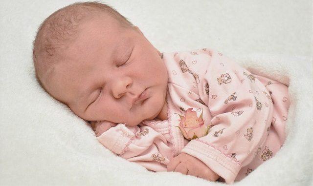 Welchen Schlafbedarf hat ein Baby?