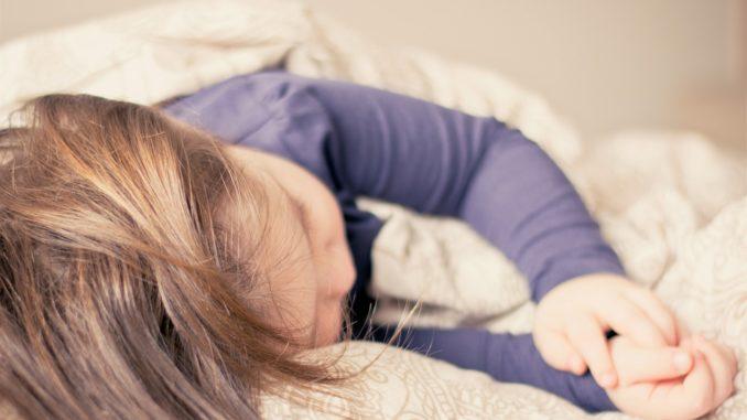 Baby Grunzt Nachts